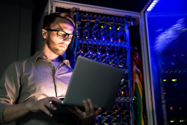 Ingegnere informatico al lavoro