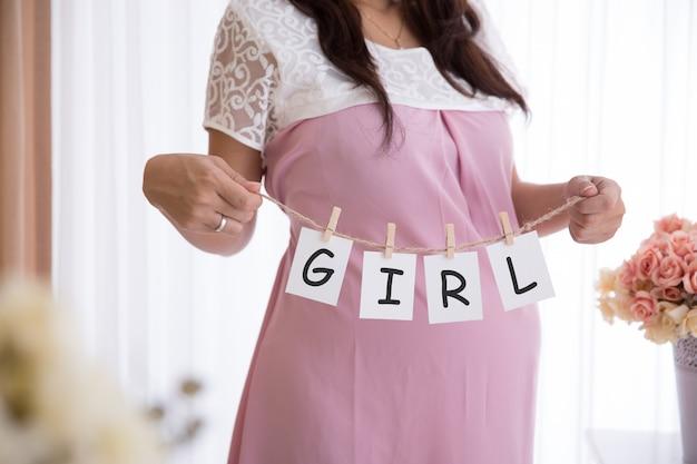 È una ragazza