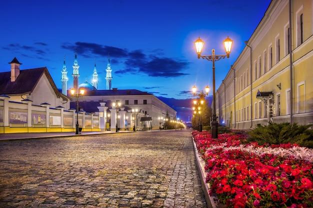 Non c'è nessuno al cremlino di kazan nella notte d'estate