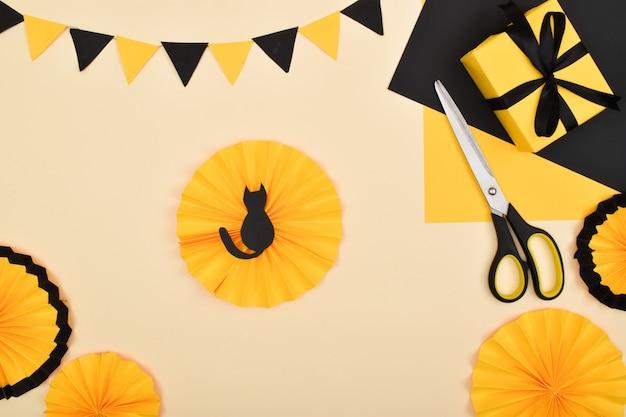 Fallo da solo. realizziamo un decoro con carta colorata per una decorazione festiva per halloween.