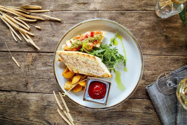 Salsa italiana di pesto di bruschette dell'antipasto