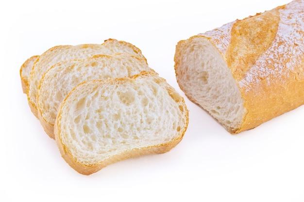 Baguette di pane italiano isolato su bianco