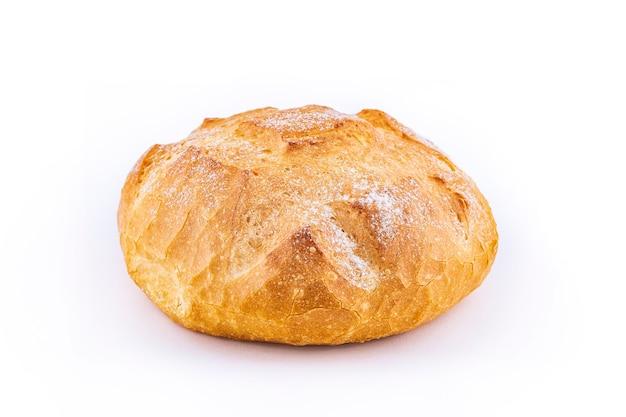 Pane italiano isolato su bianco