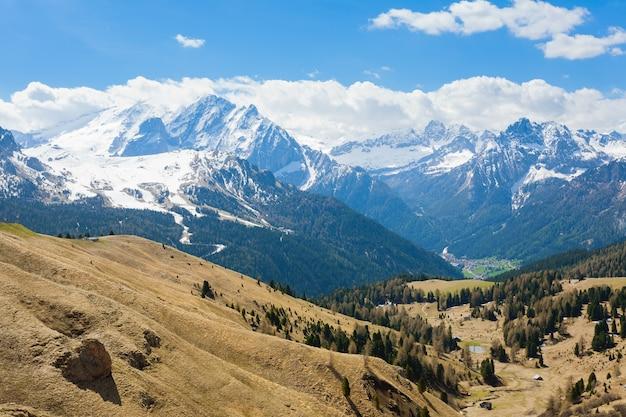 Paesaggio delle dolomiti italiane. veduta del famoso