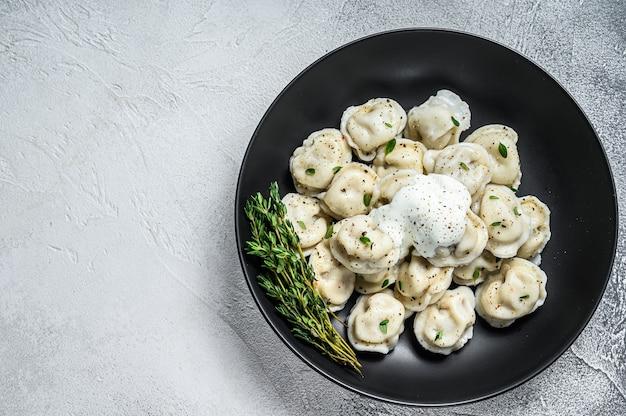 Gnocchi di ravioli italiani con carne.