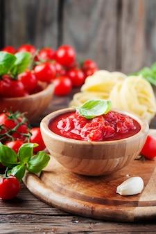 Salsa italiana con pomodoro e basilico