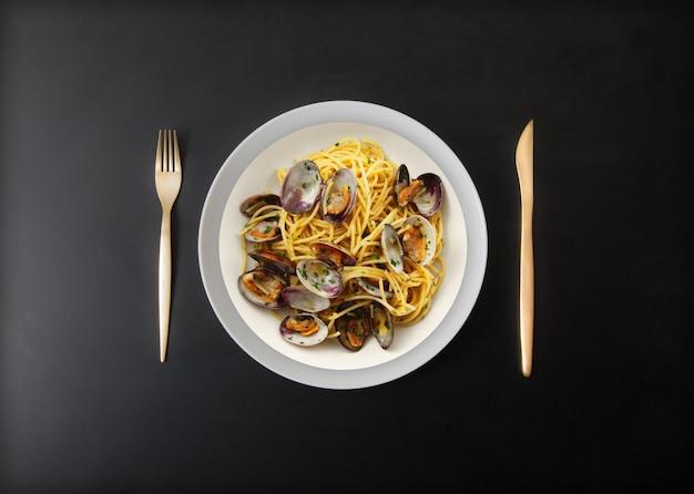 Spaghetti all'italiana con vongole veraci