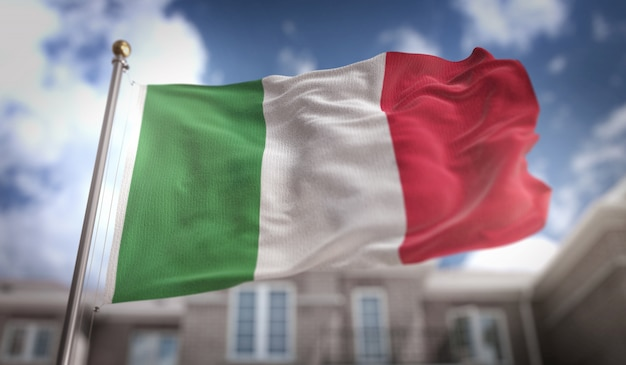 Italia bandiera 3d rendering sullo sfondo del cielo blu