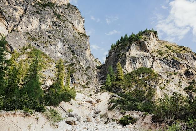 Italia, lago di braies, dolomiti.