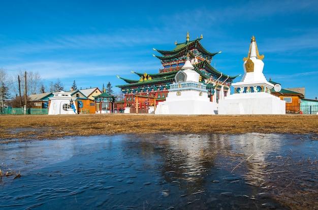 Tempio buddista di ivolginsky datsan in buriazia in russia