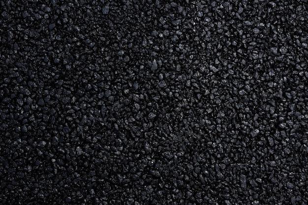 Pavimentazione in asfalto giapponese con una bella trama nera e illuminata con una luce soffusa.