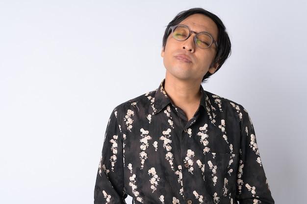 Uomo d'affari giapponese su bianco