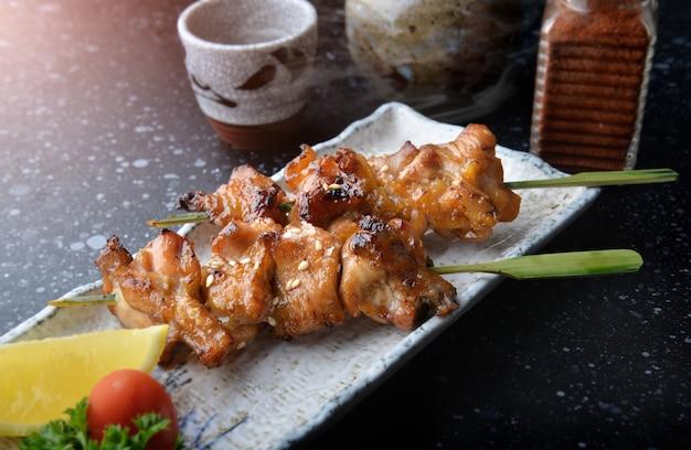 Griglia di pollo giapponese o yakitori.