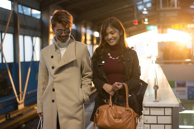 Coppia di innamorati giapponesi, incontri a osaka
