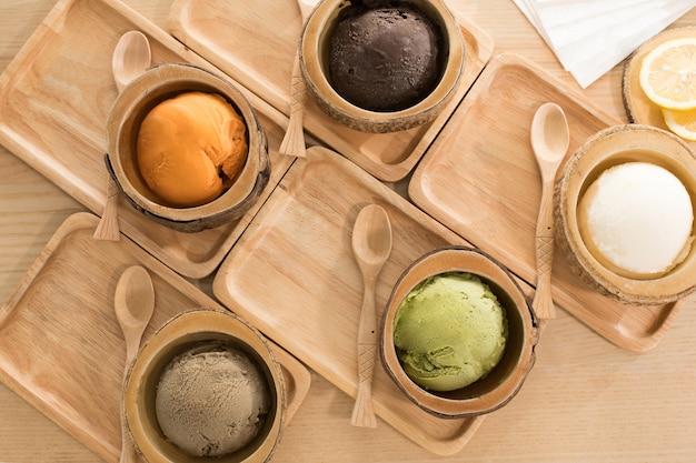 Pasto giapponese del dessert al gelato dell'alimento sulla tavola