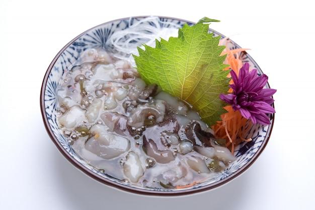 Pasto giapponese della cena dell'antipasto del wasabi del tako dell'alimento isolato su fondo bianco