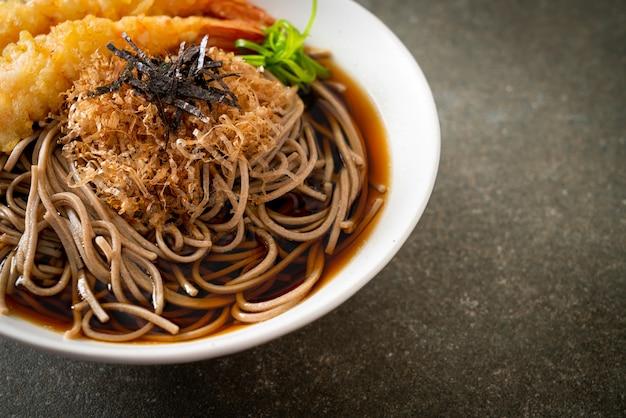 Spaghetti di ramen giapponesi con tempura di gamberi - stile di cibo asiatico