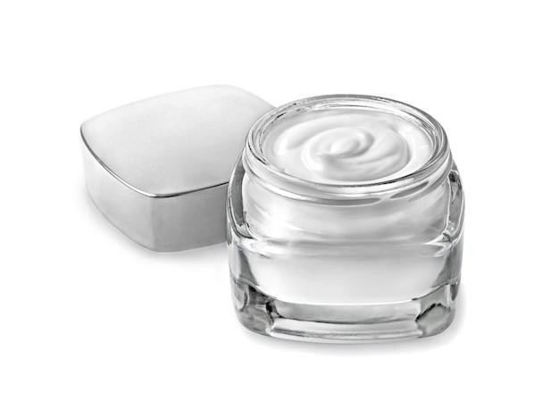 Vasetto di crema cosmetica isolato su bianco
