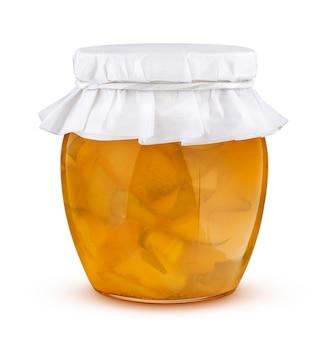 Vasetto di marmellata di pere isolato su sfondo bianco