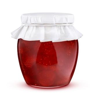 Vasetto di marmellata di fragole isolato su sfondo bianco