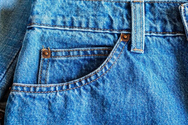 Fondo alto vicino della tasca dei jeans
