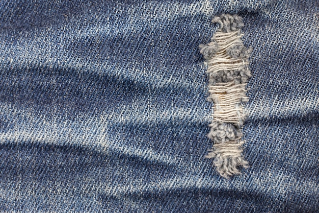 Jeans strappati texture denim.