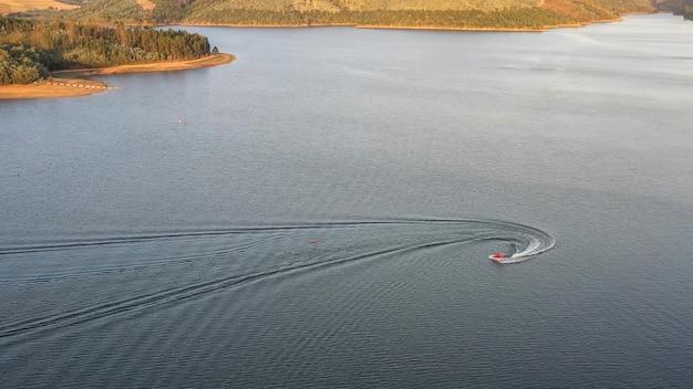 Moto d'acqua su un lago