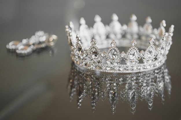 Orecchini corona gioielli