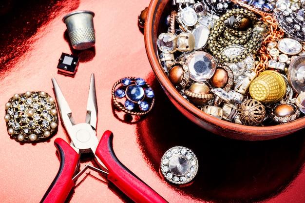 Strumenti e accessori per la creazione di gioielli