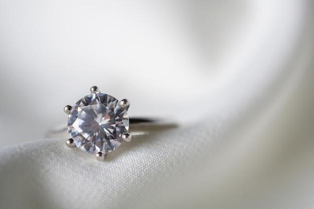 Anello di diamanti matrimonio gioielli da vicino