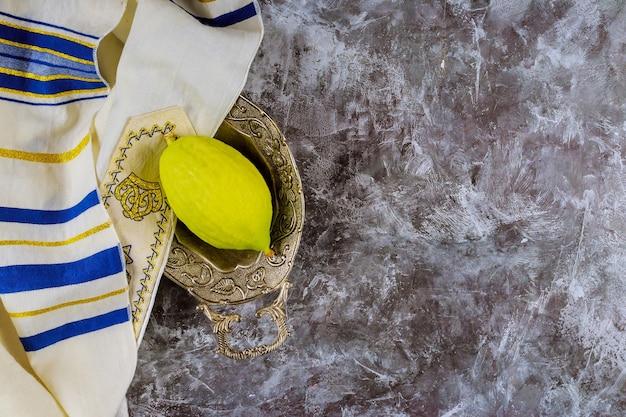 Festa ebraica delle vacanze autunnali dei simboli tradizionali di celebrazione di sukkot etrog, lulav, hadas, arava
