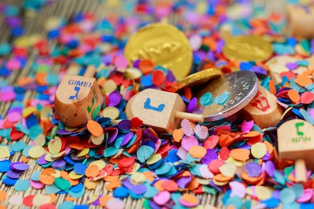 Festa ebraica dreidel una natura morta composta da elementi della festa ebraica di chanukah hanukkah.