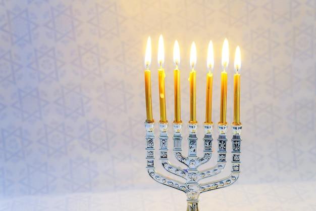 Festa ebraica hanukkah composizione festiva per hanukkah su sfondo scuro