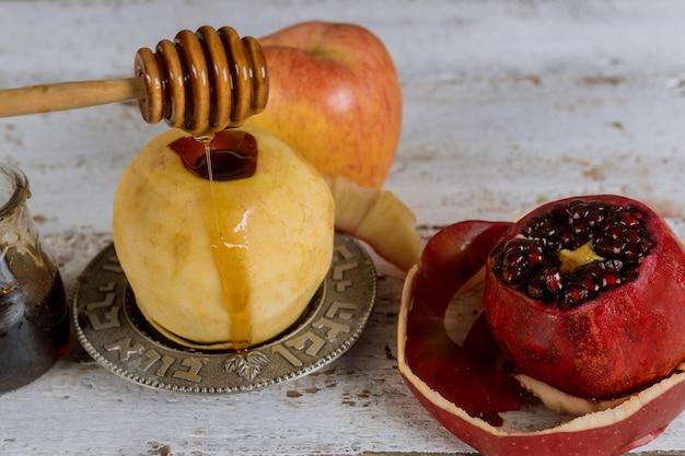 Festa ebraica rosh hashanah miele e mele con melograno