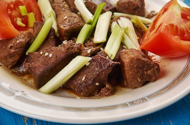 Jigar kebab - kebab di fegato di montone, cucina dell'asia centrale
