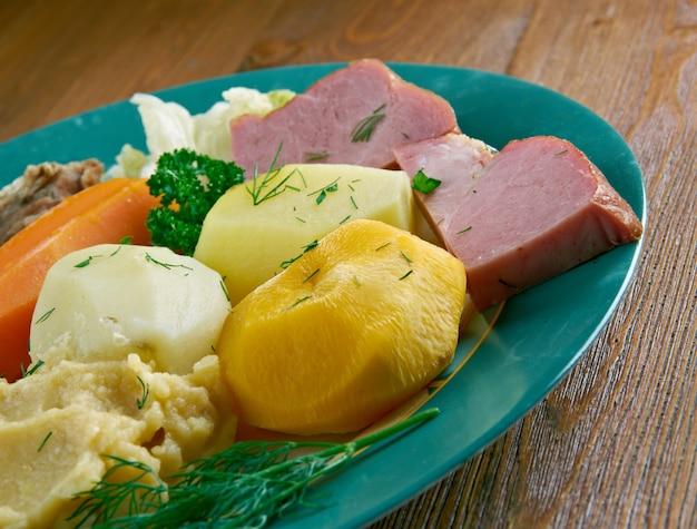 Cena jiggs - pasto tradizionale di terranova e labrador, canada.