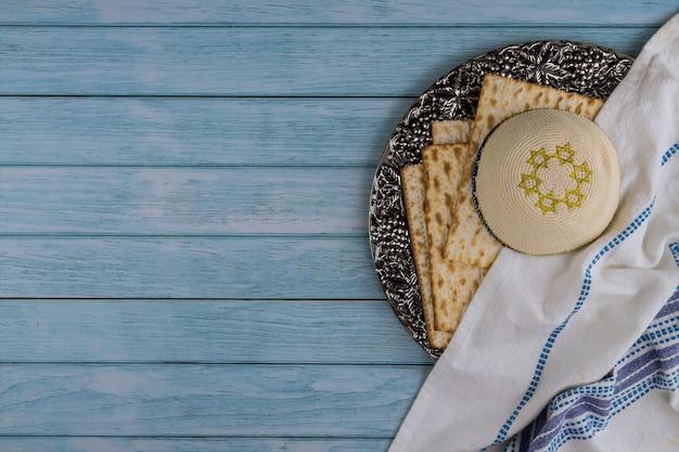 Il giudaismo ebraico religioso matza festivo sulla pasqua Foto Premium