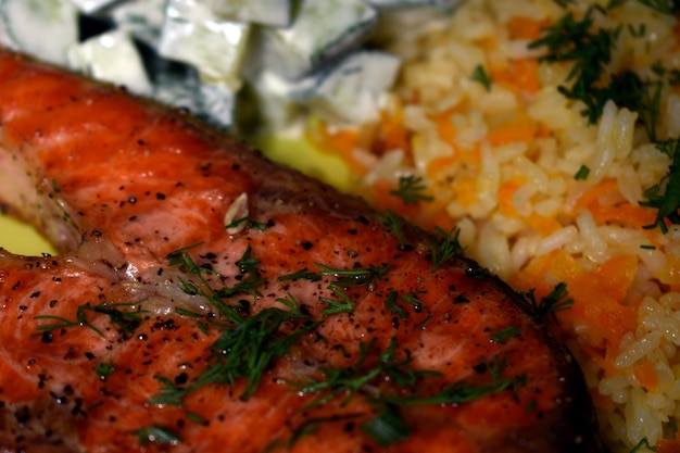 Bistecca di salmone succosa e appetitosa