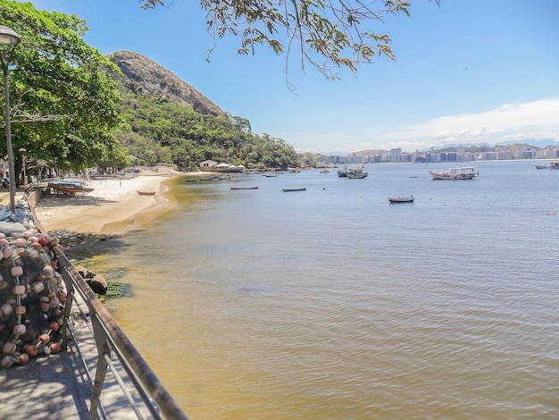 Spiaggia jurujuba a niteroi, rio de janeiro, brasile.
