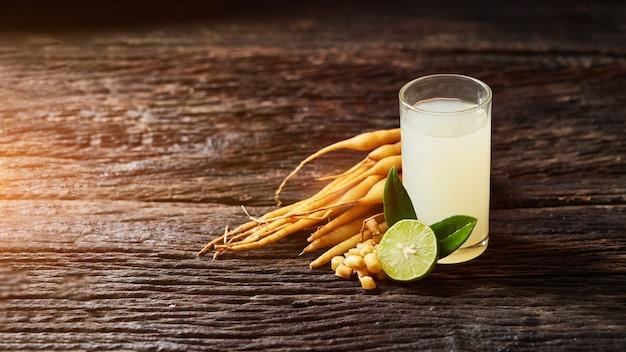 Kaempferia miscelata con miele e succo di limone per la salute, bevanda a base di erbe per prevenire covid - 19