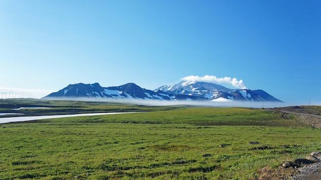 Foto della kamchatka di montagne e neve
