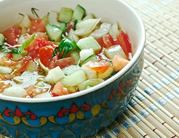 "Kasãƒâ ""ã'â ± k salat - insalata mediterranea. piatto turco di verdure."