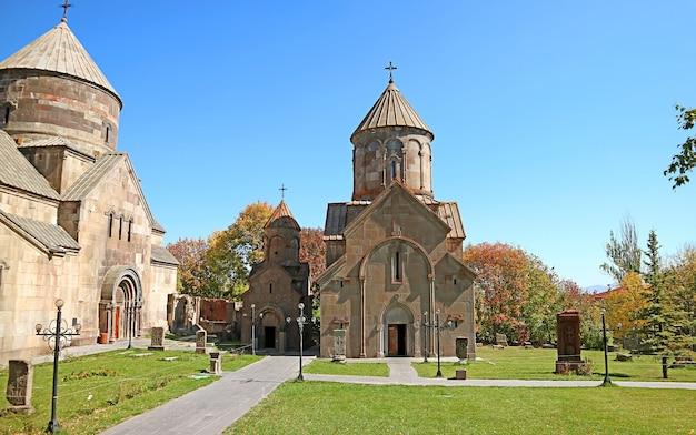 Chiesa di katoghike nel complesso monastico medievale di kecharis situato nella città di tsakhkadzor armenia