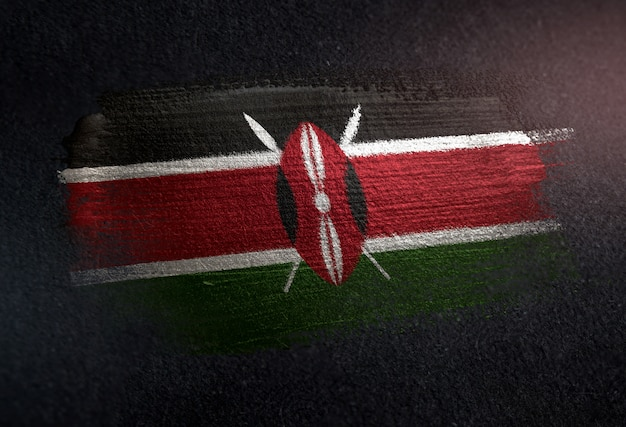 Bandiera del kenya fatta di vernice spazzola metallica sulla parete scura del grunge