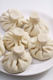 Khinkali. piatti prefiniti da pasta ripiena di carne macinata. piatto nazionale caucasico tradizionale.