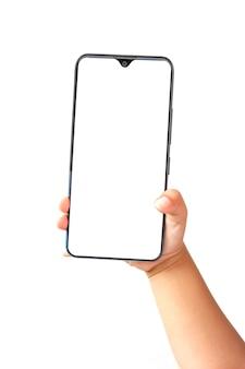 Kid mano che tiene il telefono cellulare e utilizzando il touch screen isolato su sfondo bianco