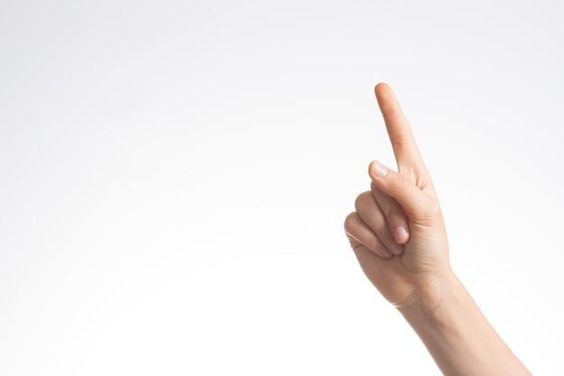 Mano del bambino che mostra e che indica le dita