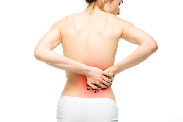 Dolore ai reni, persona di sesso femminile con mal di schiena isolato su bianco