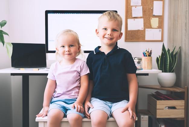 Bambini e tecnologie informatiche sviluppo o intrattenimento dell'apprendimento online dei bambini