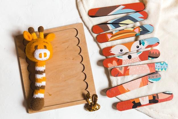 Giocattolo educativo per bambini in legno